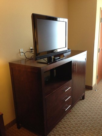 Comfort Suites Hummelstown-Hershey: Entertainment Center (w/microwave and huge mini-fridge!)