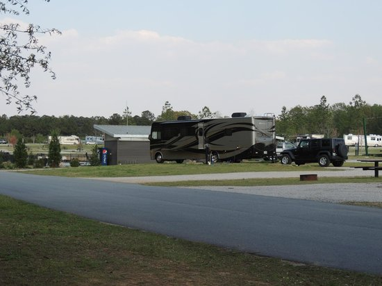 Pine Mountain RV Resort, an RVC Outdoor Destination: entry road