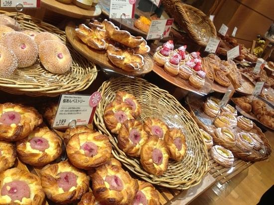 Andersen Kitchen Buffet: great pastries!