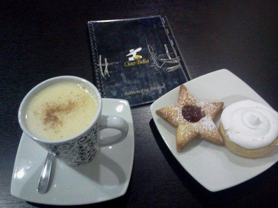 Ciao Bella: Chocolate a la taza blanco con canella y unos dulces !