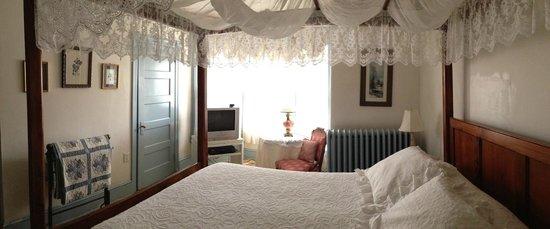 Antoinette's Apartments & Suites: Lucille Room