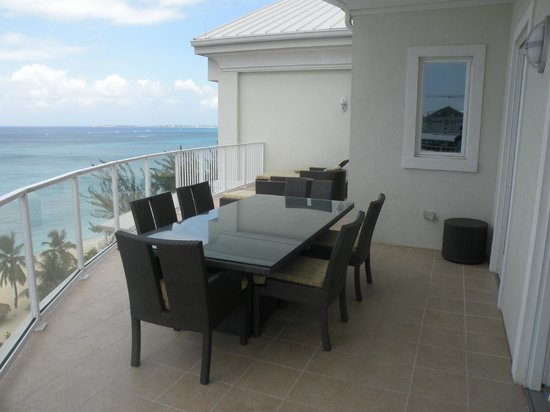 Caribbean Club: Huge patio included table for 6, two lounge chairs and another two chairs