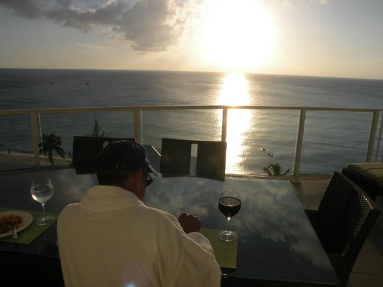 Caribbean Club Luxury Boutique Hotel: dinner on the patio while the sun is setting over 7MB, can it be any better?