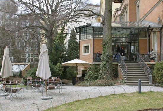 taart vitrine picture of cafe wintergarten in literaturhaus berlin berlin tripadvisor. Black Bedroom Furniture Sets. Home Design Ideas