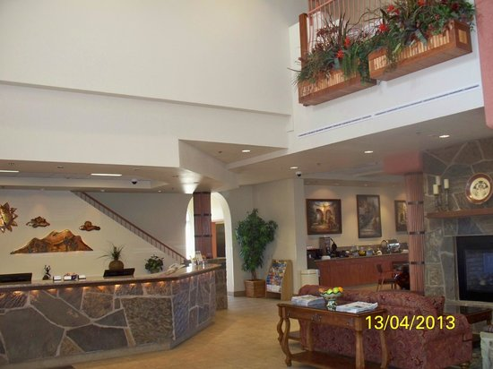 Garden Place Suites: The lobby