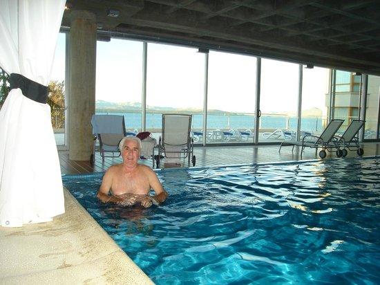 Cacique Inacayal Lake & Spa Hotel: Disfrutando de la pileta despues de pasear por Bariloche