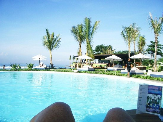 Komune Resort, Keramas Beach Bali: Pool and Bar area