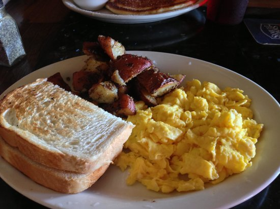 Beach Bums Bar & Grill: Two-egg breakfast