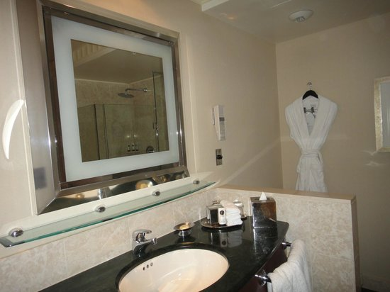 Sofitel Washington DC: Large lighted mirror in bathroom, complimentary Frette robe  &  slippers