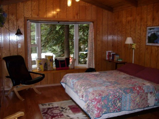 Big Sur Campground & Cabins: Cabin Inside