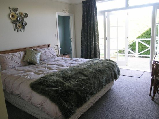 Oliver's Farm Stay Bed & Breakfast : guest room two as double