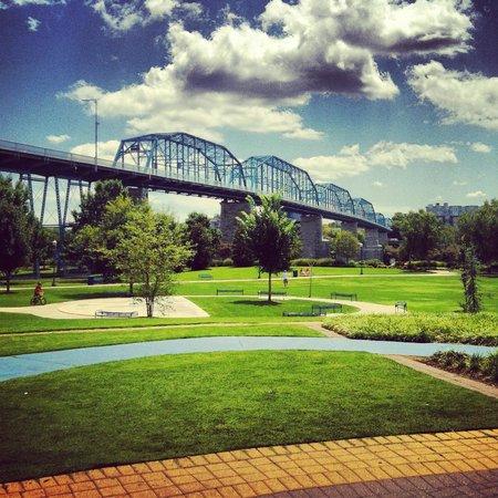 Chattanooga Sidewalk Tours: Bluffs and Bridges Tour