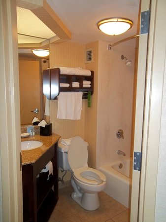 Hampton Inn Fall River/Westport: 4th floor room