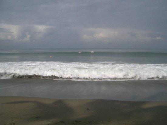 Legong Keraton Beach Hotel: Surfing