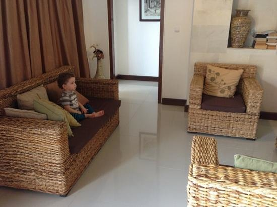 Villa Agung Khalia: my son watching tv