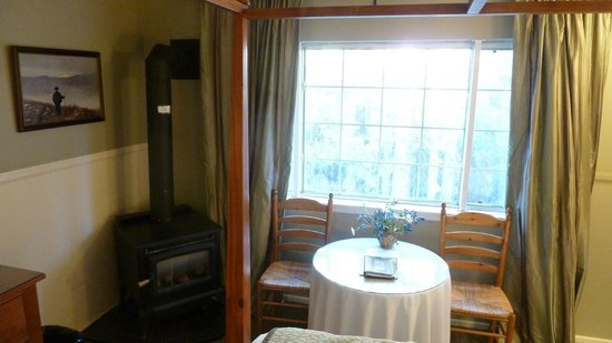 Cinnamon Bear Inn: Cozy room!