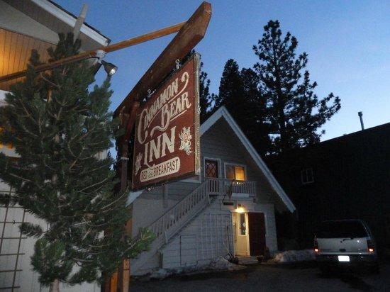 Cinnamon Bear Inn : Cute sign!