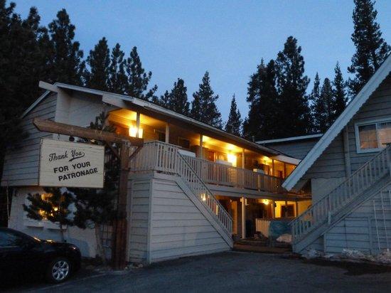 Cinnamon Bear Inn: One of the buildings.