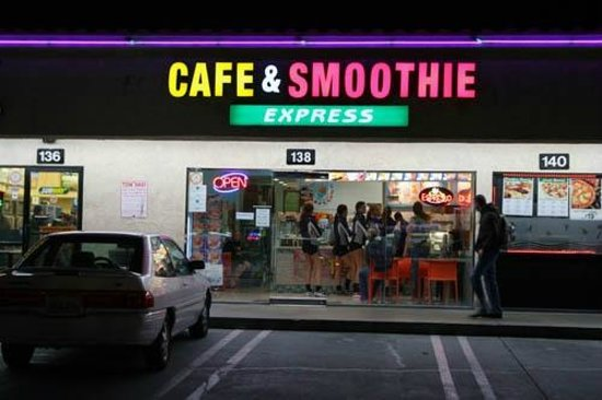 Cafe & Smoothie Express: Store front