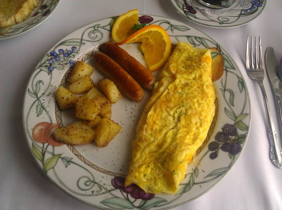 Lamplight Inn Bed and Breakfast: Yummy!  Cheese Omelet.