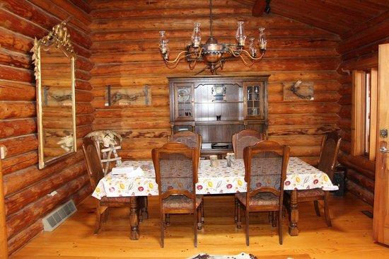 Folk Tree Lodge: Dining Room Deer Lodge