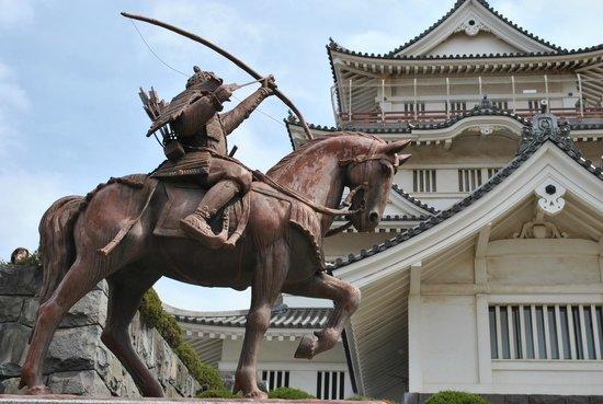 Chiba Castle Ruins : statue or chiba tsunetane the lord of chiba in kamakura era