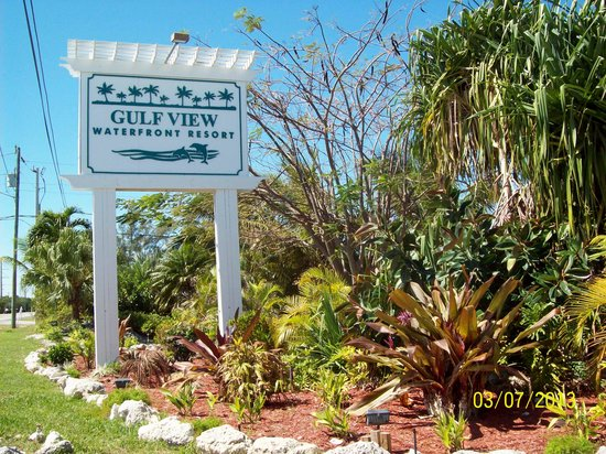 Gulf View Waterfront Resort: New sign and landscaping Spring 2013