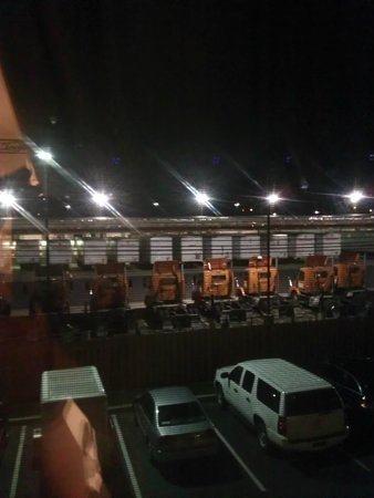 Hilton Garden Inn Allentown-Bethlehem Airport: Noisy Trucking Company Immediately Behind the Hotel
