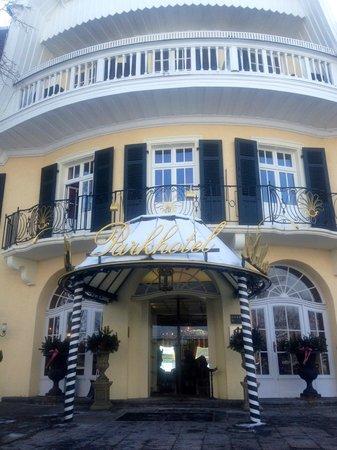 Parkhotel Adler: vue de l'entrée