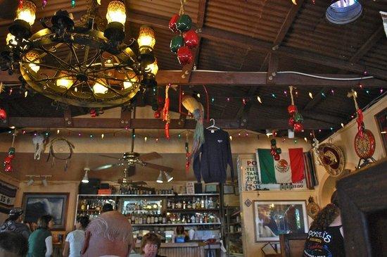 Polli's Mexican Restaurant: 店内