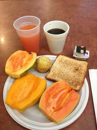 Uncle Billy's Hilo Bay Hotel: 無料の朝食