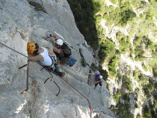Bureau des moniteurs du Gard : Vertical climb assisted with foot and hand holds