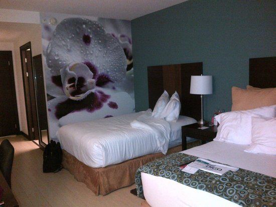 Holiday Inn Express San Jose Forum: Double room with two beds