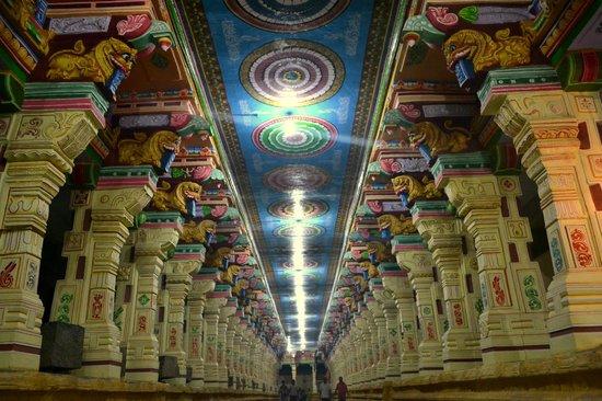 Ramanathaswamy Temple : Temple walkway!!