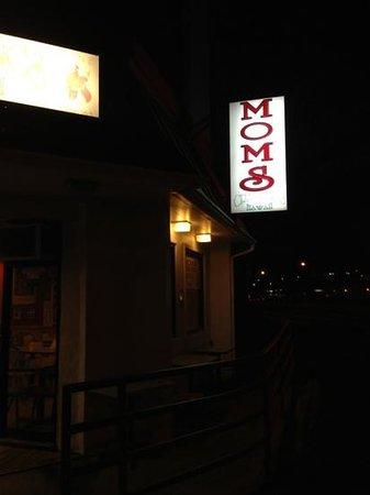 Mom's Soul Food Restaurant: side view
