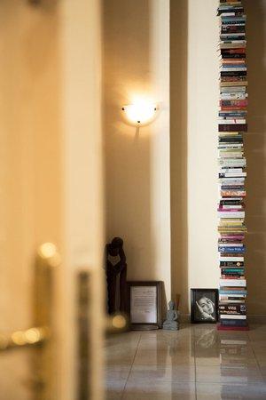 Valencia Mindfulness Retreat: Genoeg leesvoer,heb je het niet uit, neem het mee en breng een andere keer een boek mee terug