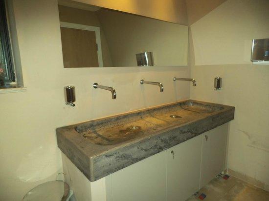 I lavabi in pietra dei bagni - Picture of Masseria ciura, Massafra ...