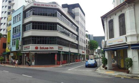 Soluxe Inn Adalah Hotel Murah Di Singapura Paling Dekat Dari MRT Station Little India Hanya Sekitar 240 Meter Stasiun Yang Memiliki 40 Kamar