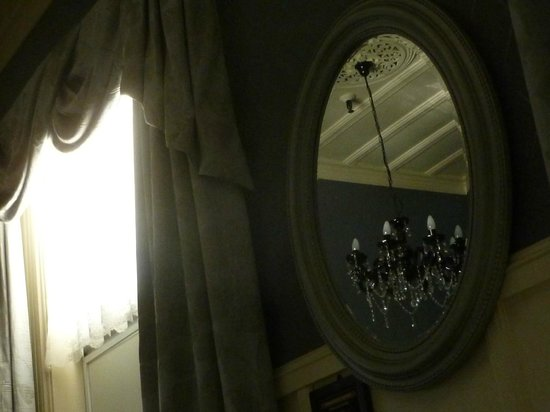 Princes Gate Hotel: yet another view from the bed