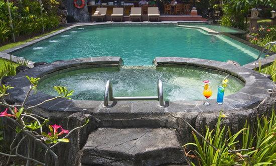 Ida Hotel: Pool & Jacuzzi