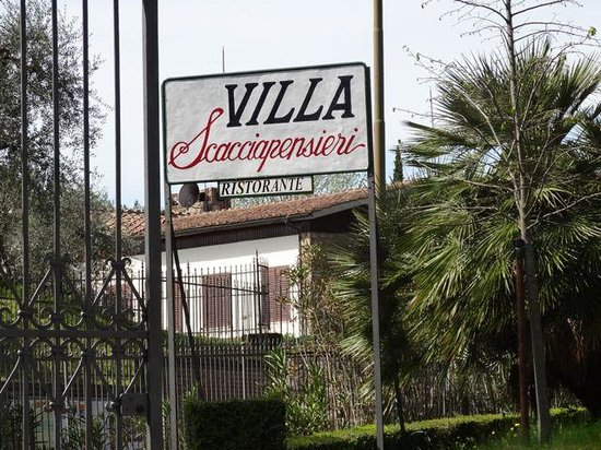 Villa Scacciapensieri: The road sign