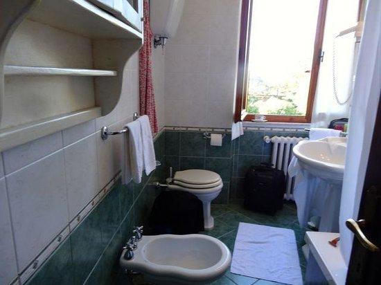 Villa Scacciapensieri: The bath