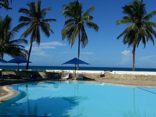 Jacaranda Indian Ocean Beach Resort: The pool and the beach