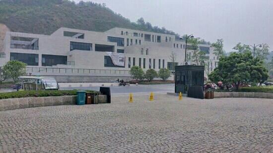 Liangzhu Museum from Meilizhou Road