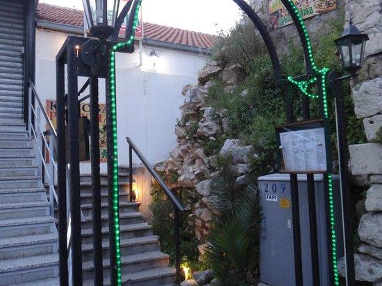 Maslina: entrance to the restaurant