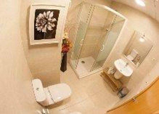 Hostal Badalona: habitaciones con baño