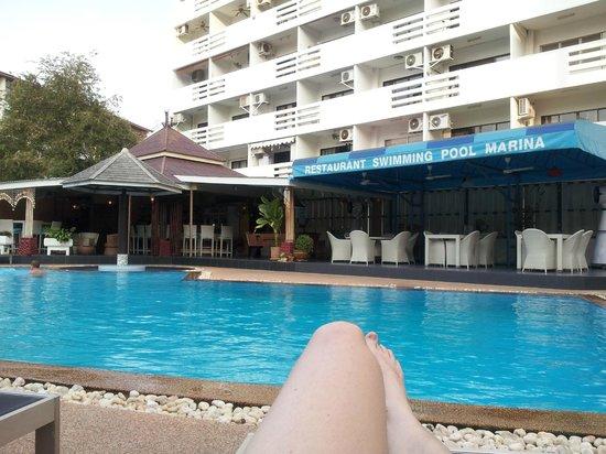 Hotel Elephant Plaza: Relaxen am  Pool, sehr ruhig und nett - Der Pool wird gekühlt*
