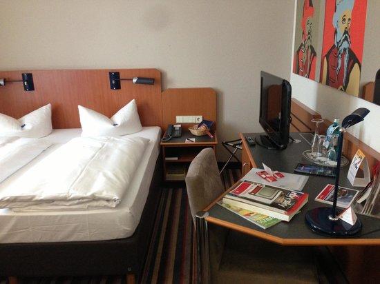 H+ Hotel Leipzig : Room