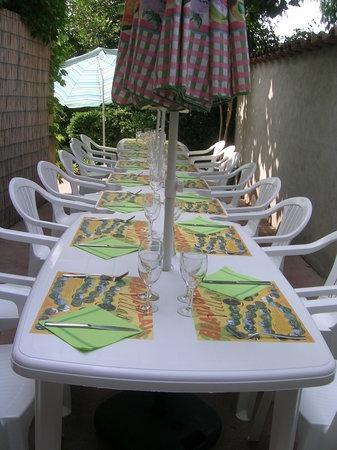 Restaurant La Cassolette : Terrasse à l'ombre du Platane
