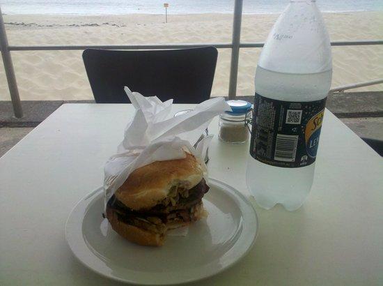 Beach Bums Cafe : Großer Burger ;)